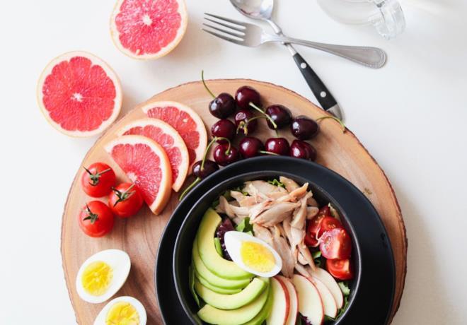 Piatto con frutta e verdure