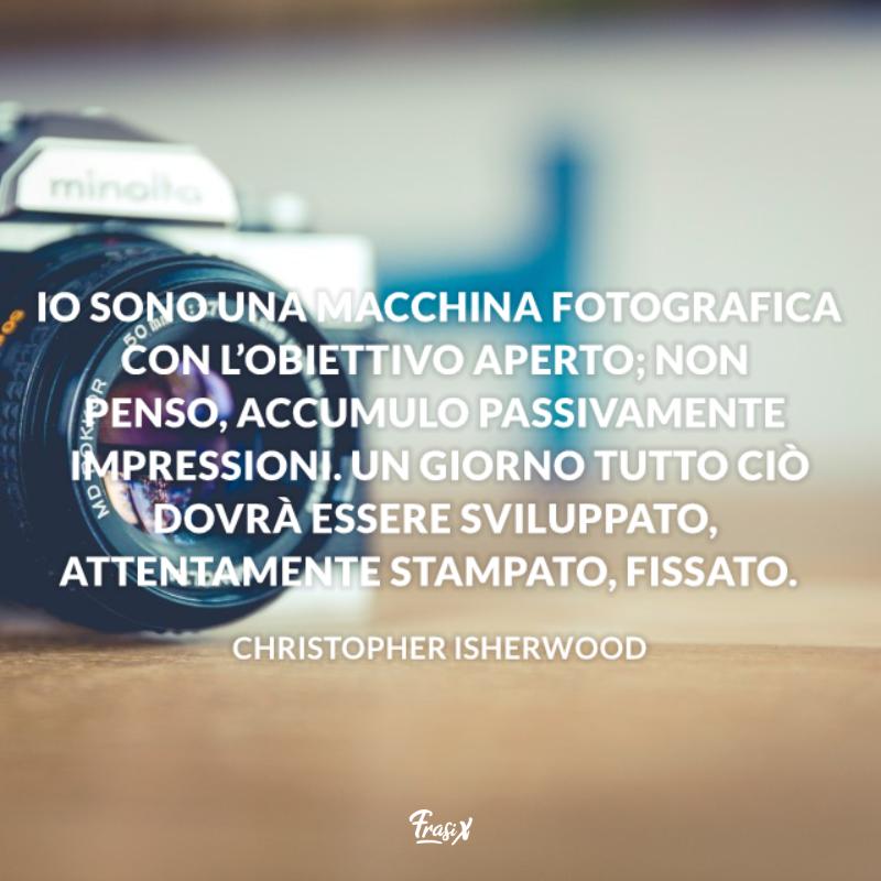 Immagine con citazione isherwood per frasi sull'arte della fotografia
