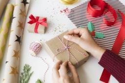 Natale: idee per realizzare pacchetti regalo e biglietti d'auguri fai da te