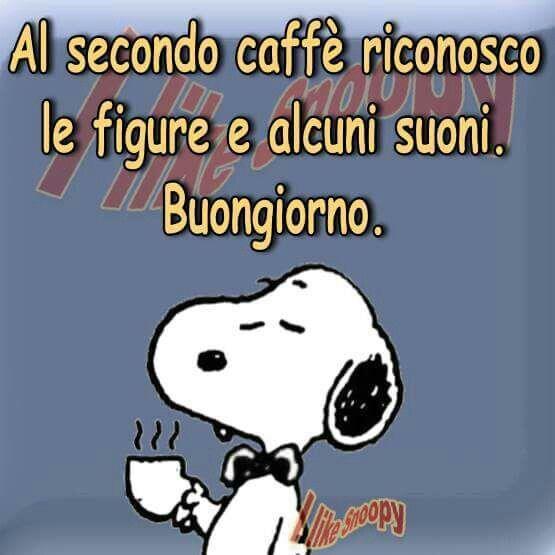 Snoopy che beve il caffè con citazione divertente Al secondo caffè riconosco le figure e alcuni suoni. Buongiorno