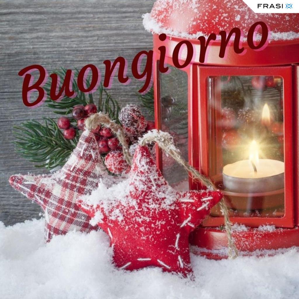 Buongiorno invernale con lanterna e candela