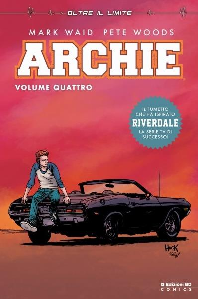 Archie appoggiato alla sua auto sulla cover del quarto volume del fumetto