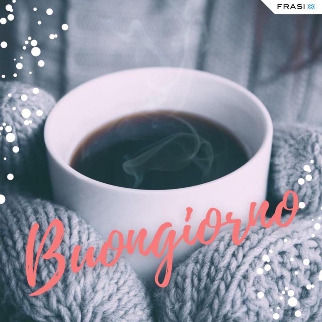 Buongiorno invernale con tazza di caffè e guanti