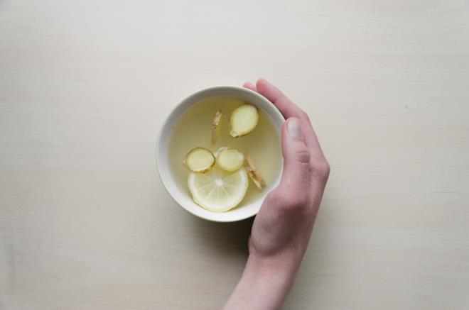 Tè allo zenzero in tazzina