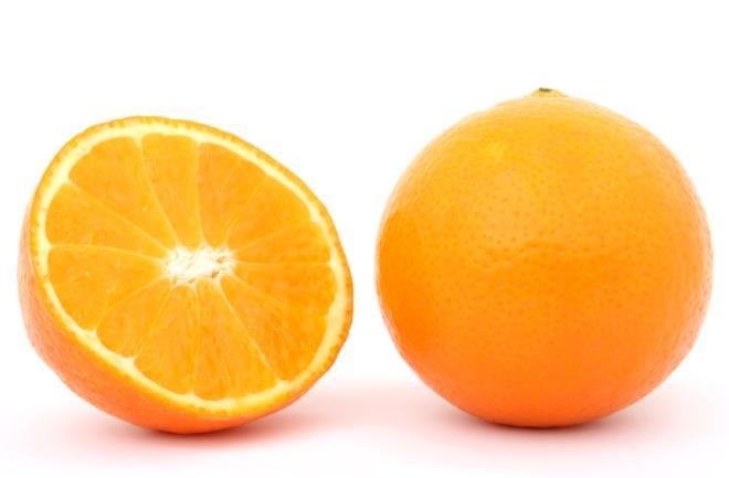 Arancia contiene vitamina c