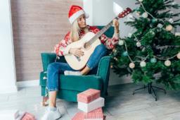 Le canzoni di Natale più belle e famose: storia, video, testi e versioni karaoke
