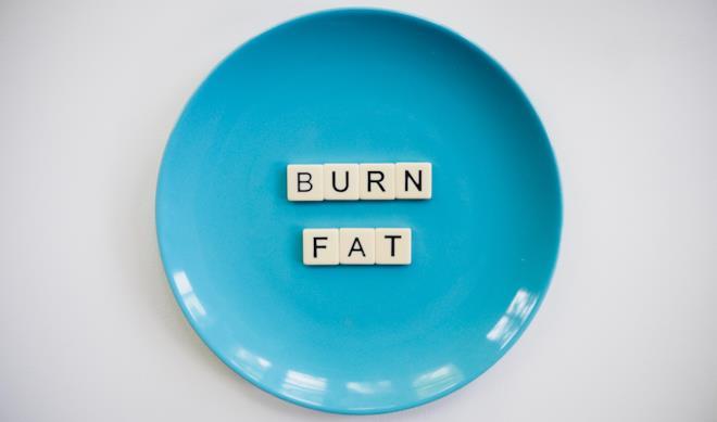 Piatto azzurro con scritta Burn Fat