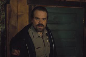 Jim Hopper nella celebre serie sci-fi