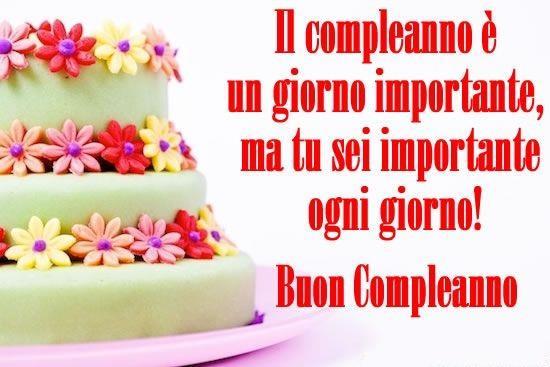 Una torta di compleanno con una frase romantica - Immagini di buon compleanno, le più simpatiche da scaricare gratis