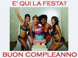 delle ragazze in lingerie con una torta di compleanno - Immagini di buon compleanno, le più simpatiche da scaricare gratis
