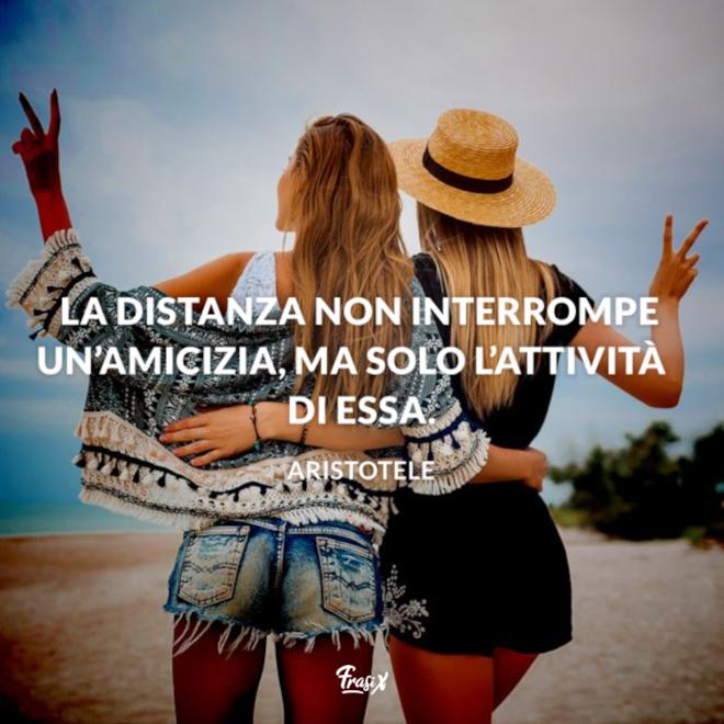 Immagine con citazione aristotele per lontani ma vicini frasi amicizia