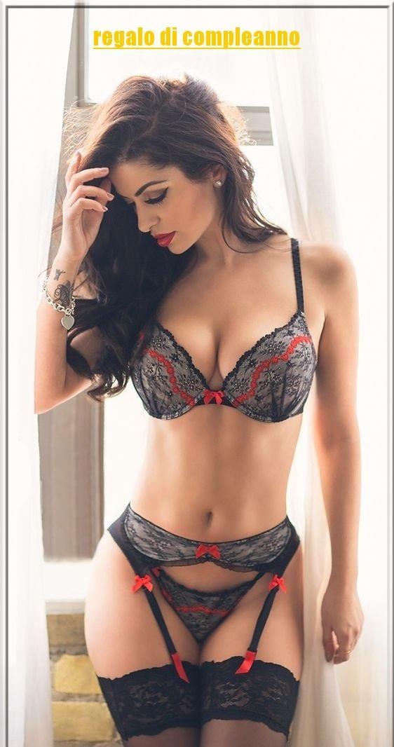 Una bellissima ragazza in lingerie - Immagini sexy per il buongiorno, buon compleanno, buonanotte e buona domenica