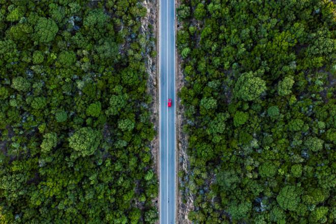 Auto vista dall'alto su una strada