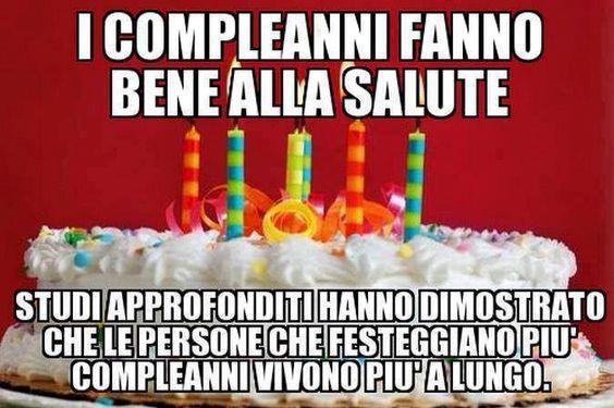 Un meme con una torta di compleanno - Immagini di buon compleanno, le più simpatiche da scaricare gratis