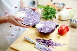 Come cucinare in modo sano e leggero il cavolo viola