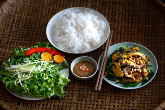 Piatto di riso, pollo e verdure