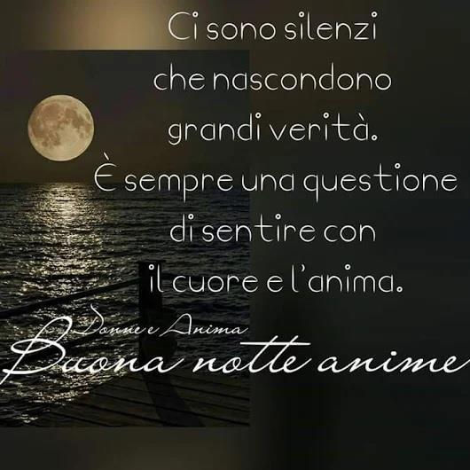 Una frase romantica con sfondo un paesaggio notturno