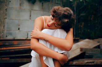 Ragazza sola e triste