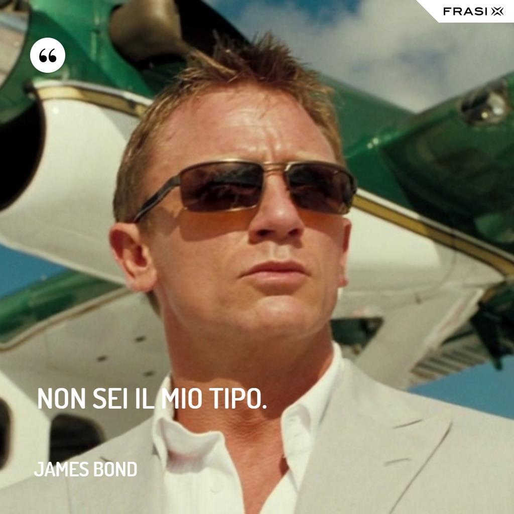 Immagine con frase di James Bond