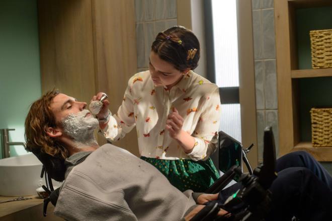 Io Prima di Te, Emilia Clarke e Sam Claflin in una scena del film