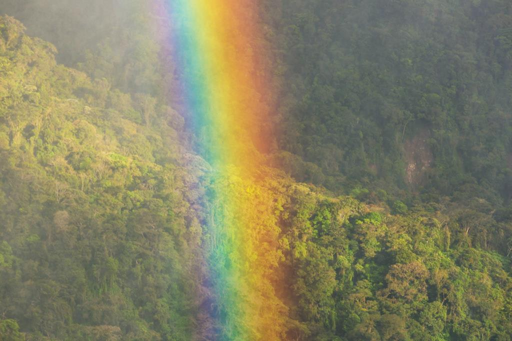 Copertina frasi sui colori arcobaleno