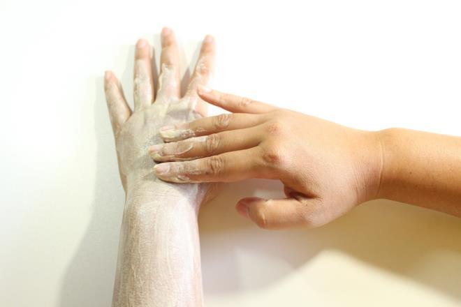 Scrub mani con bicarbonato