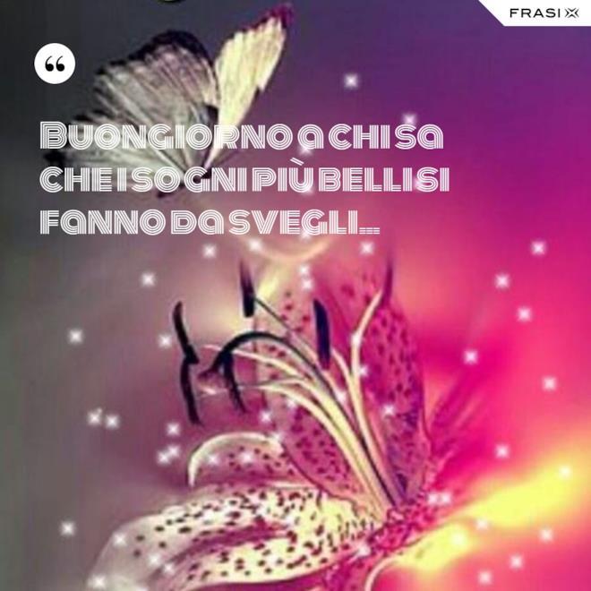 Immagine del buongiorno colorata con farfalla e fiore