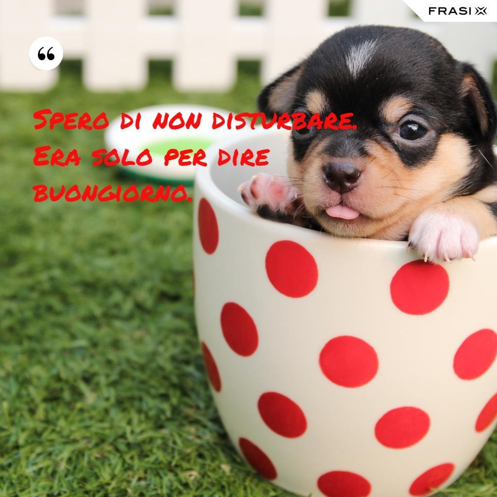 Immagine del buongiorno gratis con tazza e cucciolo di cane