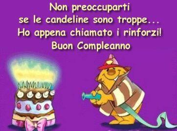 Un pompiere e una torta di compleanno - Immagini di buon compleanno, le più simpatiche da scaricare gratis