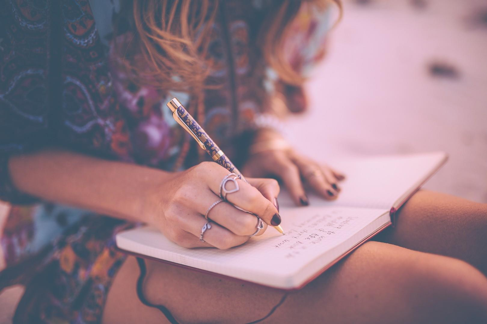 Ragazza che scrive